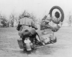 Keep your balance! Tandem, Military Humor, Sidecar, Vintage Motorcycles, Concept Cars, Military Vehicles, Ww2, Lightning, Funny Pictures
