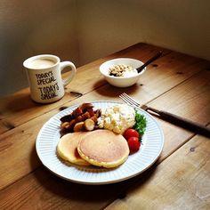#朝ごはん#breakfast ・  おはようございます४*  今朝は昨日のおやつに焼いたパンケーキの残りと、暮らし上手シリーズからツナとポテトのガーリックマリネ、茸のキャラメリゼ、ヨーグルト。カフェラテは昨日のマグカップで♡  ツナとポテトのガーリックマリネはマヨと豆乳少しで和えてみた (๑′ᴗ‵๑)  今日は旗当番に行ってたので、今からゆっくり朝ごはんいただきます∞  ・ - @ms7264- #webstagram