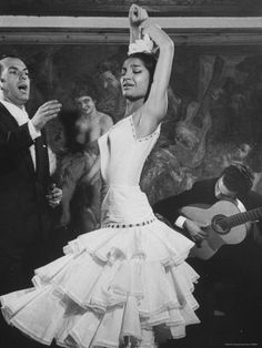 Maria Albaicín, a flamenco dancer from the 1960s who danced at Corral de la Morería.
