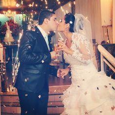 A melhor parte da comemoração... Enfim casados!  Foto de seguidora @nayarabraaz!   #prontaparaosim #