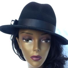 Black hat with felt www.monicmillinery.com