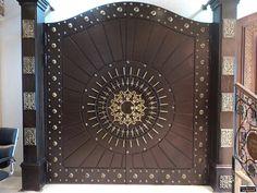 ابواب | Riyadh | شركة التجارة العالمية المتقدمة Aitco Gate Wall Design, House Main Gates Design, Wooden Door Design, Main Door Design, Front Door Design, Wooden Doors, My Design, Gate Designs Modern, Bungalow Exterior