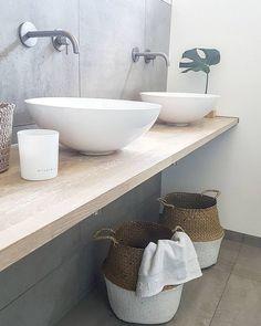 Minimalist bathroom design simple design incorporating concrete and wood vesselsink Minimalist Bathroom Design, Modern Master Bathroom, Bathroom Spa, Wood Bathroom, Modern Bathroom Design, Bathroom Shelves, Bathroom Interior Design, Bathroom Flooring, Bathroom Storage