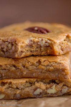 Browned Butter Pecan Blondies - Sprinkle Some Sugar Pecan Blondies Recipe, Butter Pecan Cookies, Bar Cookies, Cookie Bars, Caramel Bits, Caramel Pecan, Butterscotch Chips, Baking Recipes, Cookie Recipes