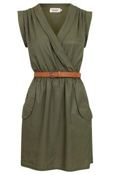 Платье-сафари для «перевернутого треугольника»