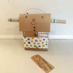 Pahvilaatikkorobotti | askartelu | kesä | käsityöt | koti | sisustus | kierrätys | kartonki | cardboard | box |  robot |  DIY ideas | kid crafts | summer | home | recycling | decor | Pikku Kakkonen