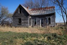A weathered old farm house in Kansas, which became a US State on this date in 1861.  Been to Kansas?  Come rate and review it at DestinationRecommended.com/destinations/Kansas.  #noplacelikeks #Kansas #travel #tourism #rating #review