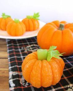 BrenDid Tangerine Pumpkins, Easy DIY Craft Project, Halloween DIY http://brendid.com/tangerine-pumpkin-8-healthy-halloween-snack/
