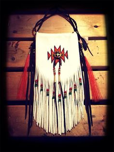 Native American Medicine Bag, Native American Crafts, Native Beadwork, Native American Beadwork, Beaded Purses, Beaded Bags, Leather Bags Handmade, Leather Craft, Beaded Moccasins