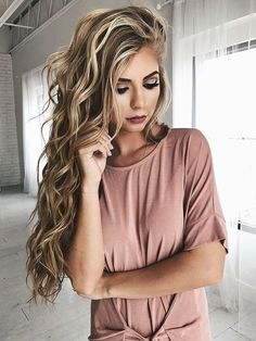 Best Ideas For Makeup Tutorials : makeup hair blonde hair bold lip eyeshadow vivian makeup artist wavy hair Curled Hairstyles, Cool Hairstyles, Hairstyle Ideas, Summer Hairstyles, Latest Hairstyles, Formal Hairstyles, Perfect Hairstyle, Daily Hairstyles, Fashion Hairstyles