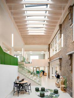 Gallery of School by a School / Studio Nauta + De Zwarte Hond - 2 Education Architecture, School Architecture, Interior Architecture, Inside Schools, Keep The Lights On, School Building, Learning Spaces, Atrium, Primary School
