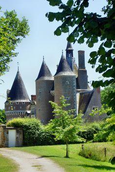 Zamki nad Loarą - zamek z truskawkami. The castles over the Loire - the castle with strawberies.