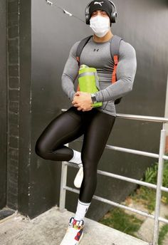 Athletic Outfits, Sport Outfits, Mens Workout Tank Tops, Lycra Men, Lycra Spandex, Gym Outfit Men, Mens Leather Pants, Mens Tights, Gym Tops
