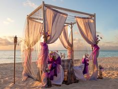 Perfect beach wedding at #ChicBahamsWeddings. We provide you the best service without any extra charges. Details available at : http://chicbahamasweddings.com/