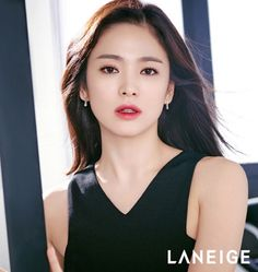 Song Hye-kyo stuns in two-tone lipstick campaign for Laneige Song Hye Kyo, Korean Beauty, Asian Beauty, Beautiful Asian Women, Beautiful People, Laneige, How To Pose, Korean Actresses, Flawless Skin