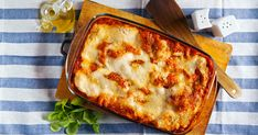 Using pieces of Nomad Breads Lavash Bread in place of traditional pasta sheets makes a tasty alternative in this nutritious Vegetable Lavash Lasagne recipe. Italian Pasta Recipes, Italian Dishes, Ricotta, Vegetable Lasagne, Great Recipes, Favorite Recipes, Queso Cheddar, Lasagne Recipes, Bologna