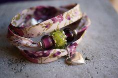 <3 <3 ADD diy www.customweddingprintables.com ... BRIDESMAIDS! Bracelet Liberty Prune et Vert et Perles en Verre de Murano.