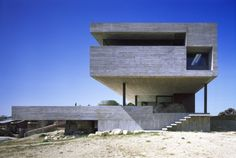 Vivienda bi familiar en la sierra norte madrileña / ICA Arquitectura S.L.P.    ↦ Floating concrete