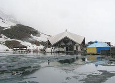 Visit a beautiful place in the Himalayan mountain – #Hemkund Sahib. It is a pilgrimage site and Sikh people worships Guru Gobind Singh Ji, the tenth Sikh Guru.