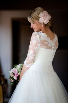 I love the elegance and the modesty of this dress.