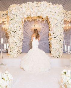 Bride in Open Back Ines di Santo Wedding Album, Wedding Planner, Ceremony Dresses, Wedding Dresses, Individual Wedding Cakes, Oriental Wedding, Luxe Wedding, Wedding Reception, Dream Wedding