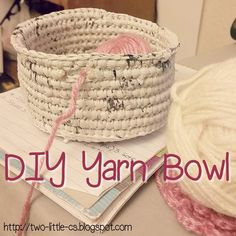 A tutorial pattern for a diy yarn bowl that& sure to please, because every crocheter loves to crochet their own accessories. Use plastic yarn to make this yarn bowl work for you. Crochet Shell Stitch, Bead Crochet, Free Crochet, Crochet Pouch, Crochet Stitches, Crochet Home, Crochet Crafts, Diy Yarn Wreath, Yarn Wreaths