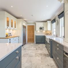 Trendy kitchen cabinets grey and white farrow ball 22 ideas Kitchen Cabinets Light Wood, Kitchen Cabinets Grey And White, Kitchen Cabinet Colors, Grey Kitchens, Painting Kitchen Cabinets, Cool Kitchens, Ivory Kitchen, Distressed Kitchen, Kitchen White