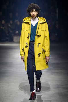 The complete Kenzo Fall 2018 Menswear fashion show now on Vogue Runway.