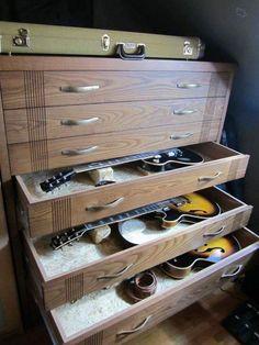 Trendy Home Studio Music Diy Guitar Display Ideas Guitar Storage, Guitar Display, Guitar Rack, Guitar Stand, Home Recording Studio Setup, Home Studio Setup, Music Studio Room, Studio Desk, Home Studio Musik