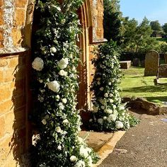 Wedding Ceremony: Must the Bride Stand on the Left? Instagram Feed, Instagram White, Church Flowers, Green Rooms, The Old Days, Green Flowers, Flower Arrangements, Wedding Ceremony, Groom