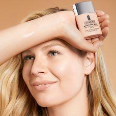 Безупречное сияние. Ровный тон. Even Better Glow Light Reflecting Makeup SPF 15 — тональное средство с мгновенным и стойким эффектом сияния от #CLINIQUE.  #лэтуаль #letoile #new #новинка #makeup