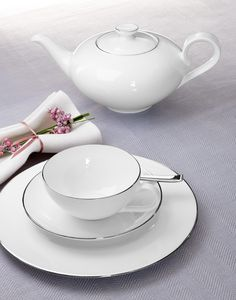 #Metropolitan #TeaParty with our Anmut Platinum No.1 collection