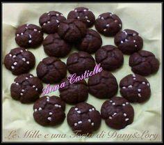 Condividi la ricetta...RICETTA DI: ANNA CASTIELLO Ingredienti per una ventina di biscotti: 100 g di farina – 140 di cioccolato fondente – 20 g di burro – 110 g di zucchero di canna sottile –…