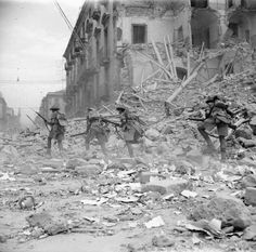 British troops street fighting in Catania, Sicily - Italy 1943