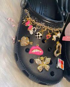 Crocs Fashion, Sneakers Fashion, Fashion Shoes, Jordan Shoes Girls, Girls Shoes, Designer Crocs, Pink Uggs, Cute High Heels, Crocs Classic