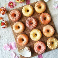 #baked #doughnuts  レシピはブログに  ごめんなさいごめんさい! なんか扱ってたら消してしまいました!! もう一回、、、 🌿🌿🌿🌿😋😋😋🌿🌿🌿 鉄板おやつの焼きドーナツ シンプルなお菓子です。  今日は #ひな祭り デコレーションで。  ピンク!! 🌿🌿🌿 🌿🌿🌿 #foodpics #foodgram #delistagrammer #instagood #instafood #クッキングラム #lin_stagrammer #デリスタグラマー #手作りおやつ #コッタ  #今日のおやつ #cake  #手作り冬お菓子  #pcc201702バレンタインとひな祭りの幸せスイーツ #パティシエカメラ部  #パティシエカメラ部レシピ課 #うきうきスプリング #チョコレート #焼きドーナツ