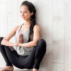 体が硬い人必見!股関節の可動域を広げる簡単アプローチ法|股関節まわりをゆるめるウォーミングアップ | ヨガジャーナルオンライン Yoga Fitness, Health Fitness, Yoga Pants Girls, Stylish Girl Images, Yoga Fashion, Workout Videos, Face And Body, Yoga Poses, Health And Beauty