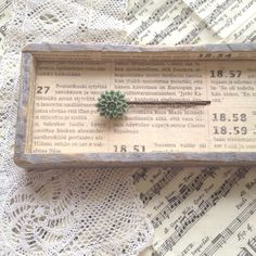 翡翠のような落ち着いたグリーンが魅力的なダリアのカボションのヘアピンです。|ハンドメイド、手作り、手仕事品の通販・販売・購入ならCreema。