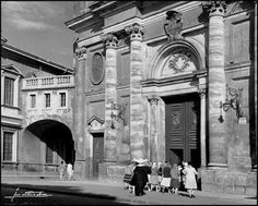 Arco de acceso al obispado desde la Seo Madrid, Barcelona, Louvre, Europe, Building, Travel, Zaragoza, Bridge, Antique Photos