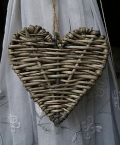 It's all about Hearts ♡ Newspaper Basket, Newspaper Crafts, I Love Heart, Happy Heart, Willow Weaving, Basket Weaving, Paper Weaving, Heart Crafts, Weaving Patterns