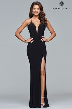 66da2ccb09  Faviana Style 7977 is  sophisticated and  modern. The  plunging V-