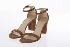 Sandales Nearlynude suède brun à talons, STUART WEITZMAN, 498$ * Nearlynude brown suede sandals  , $498