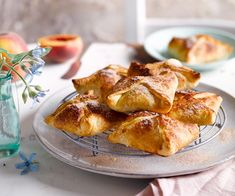 There's something magical about the pairing of peaches and cream. This pastry pocket recipe is no exception. Serve dusted with cinnamon sugar for a decadent breakfast or stunning dessert Cinnamon Recipes, Baking Recipes, Peach Puff Pastry, Avocado Cream, How To Cook Ham, Puff Pastry Recipes, Spinach And Feta, Sweet And Salty, Creative Food