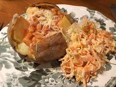 Bakad potatis med ost och vitabönor Ost, Coleslaw, Baked Potato, Cabbage, Baking, Vegetables, Ethnic Recipes, Coleslaw Salad, Bakken