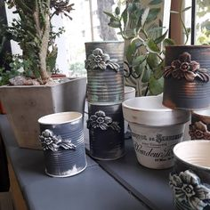 Clay Mold Appliques for Tin Can Planters: A Vintage Craft - Unique Balcony & Garden Decoration and Easy DIY Ideas Diy Planters, Planter Pots, Homeade Gifts, Tin Can Crafts, Rustic Art, Succulent Pots, Bottles And Jars, Vintage Crafts, Recycled Crafts