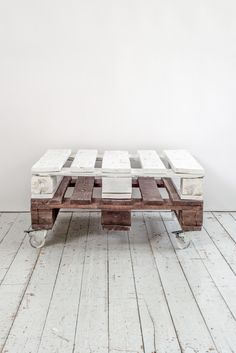 "Tisch aus Paletten ""mixed Palette"" // table made from palettes by home context via DaWanda.com"