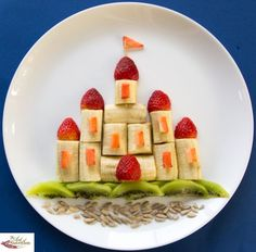 Impress the tiny prince or princess in your life by turning their fruit into a castle!