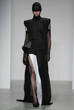 Central Saint Martins RTW Fall 2014 - Slideshow - Runway, Fashion Week, Fashion Shows, Reviews and Fashion Images - WWD.com