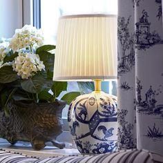Göteborg💡 - en nydelig bordlampe 😍  #markslöjd #lampegigantenno #bordlampe #svenskdesign Chinoiserie, Guest Room, Lighting, Inspiration, Instagram, Home Decor, Shoppa, Google Shopping, Table Lamps