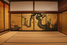The Old Plum on display in the Shoin Room for Discovering Japanese Art: American Collectors and the Met Japanese Wall, Japanese Screen, Japanese House, Japanese Prints, Japanese Dojo, Japanese Interior Design, Japanese History, Japanese Architecture, Kintsugi